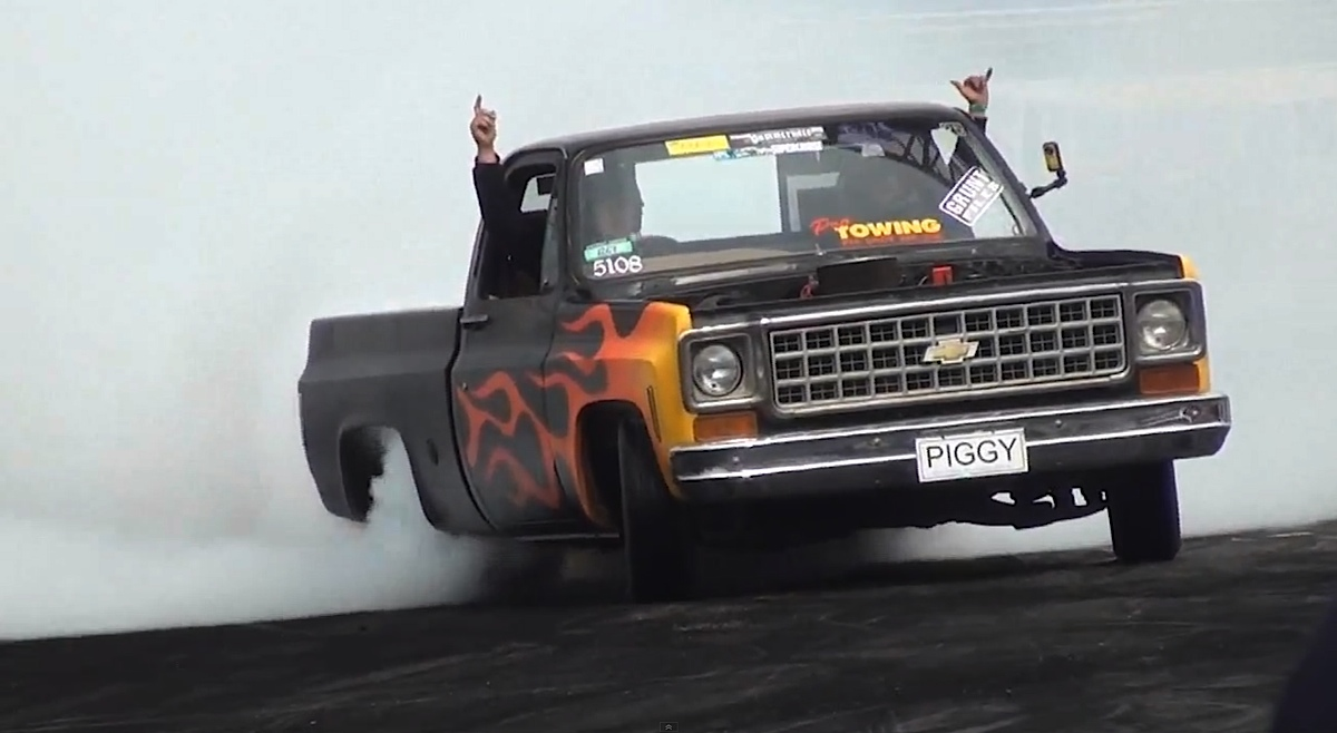 Video: Chevy C-10 Proves It Can Do Much More With Amazing Burnout