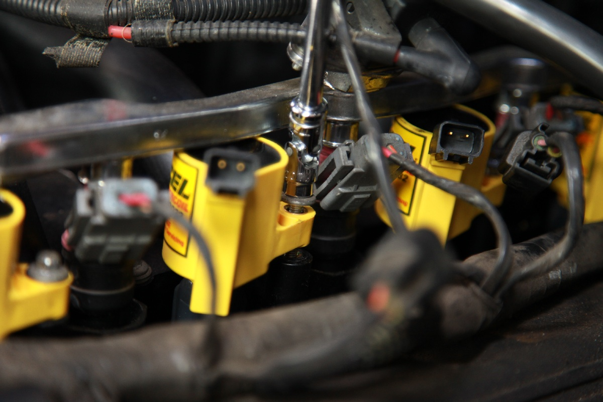 Tech Review: ACCEL's Modular Coils Test On A 2-Valve New Edge 'Stang