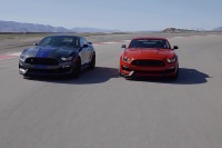Video: Shelby GT350 And GT350R Chasing Each Other Around Track