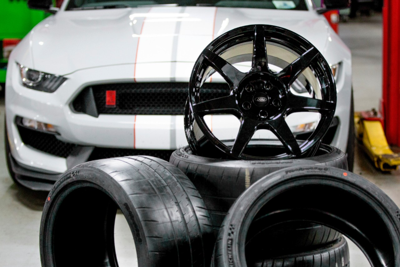 Video: How To Make Carbon Fiber Wheels Like Those On The GT350R