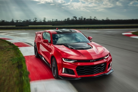 BREAKING: The 2017 Camaro ZL1 Cuts Loose the Camo