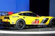 2014-corvette-c7r-breaks-cover-in-detroit-promises-more-track-success-live-photos_4
