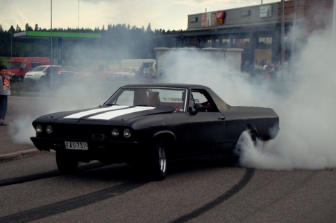 Video: Smoke 'Em If You Got 'Em - Musclecars Leaving Their Mark